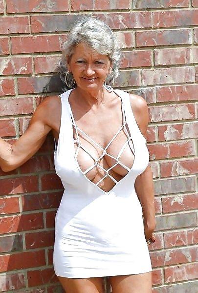 Older women mastabating-6988