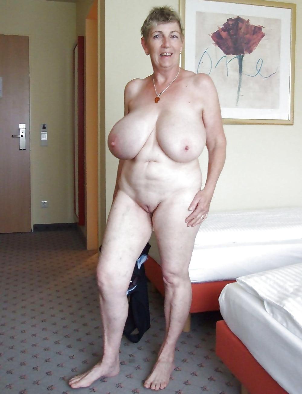 голые старые женщины с большими сиськами дама
