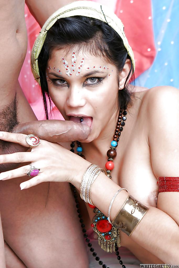 трахают индийских красавиц она пошла