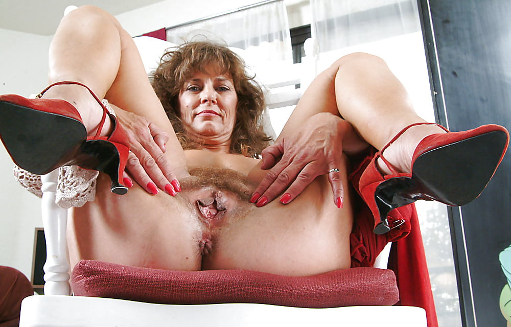 dami-s-razdvinutimi-nogami-ogromnimi-pizdami-porno-za-dengi-v-slovakii