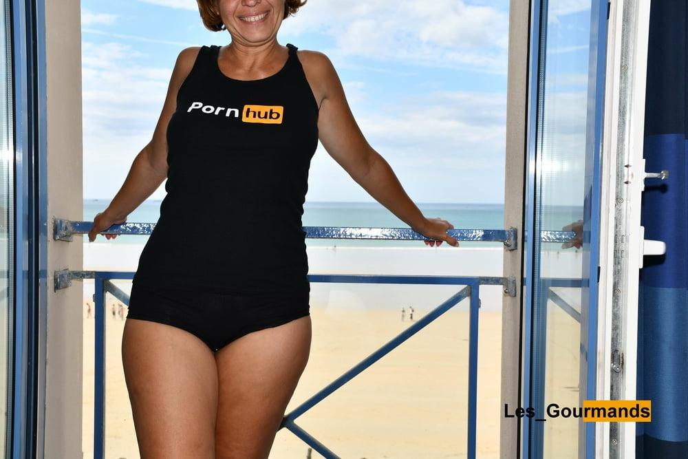 Porn actress on vacation - 16 Pics