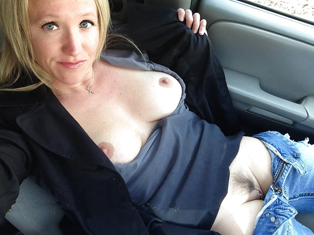 Wife shows truckdrivers her tits