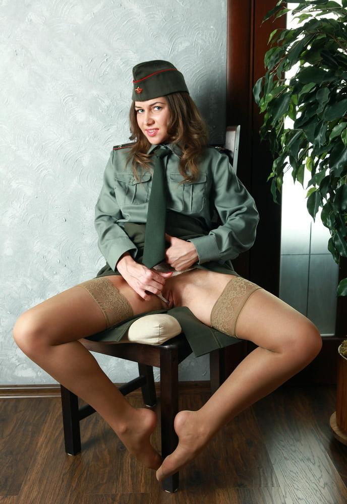 Девушки при погонах ххх фото россия