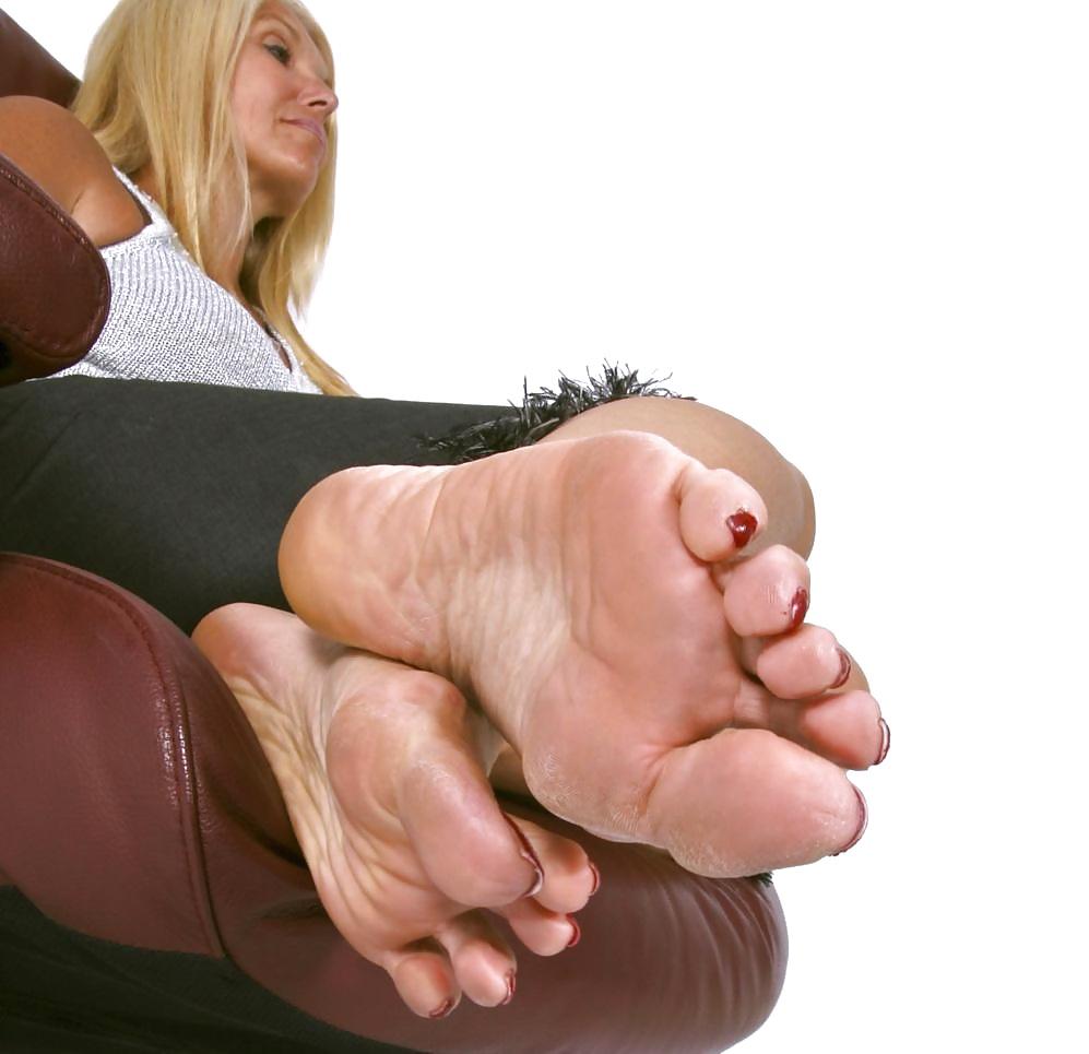 Barefoot milfs spreading legs