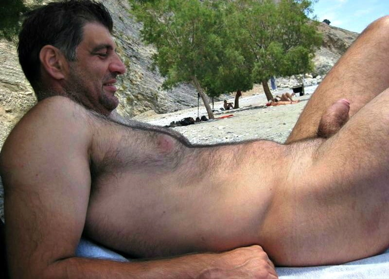 naked-dad-on-beach