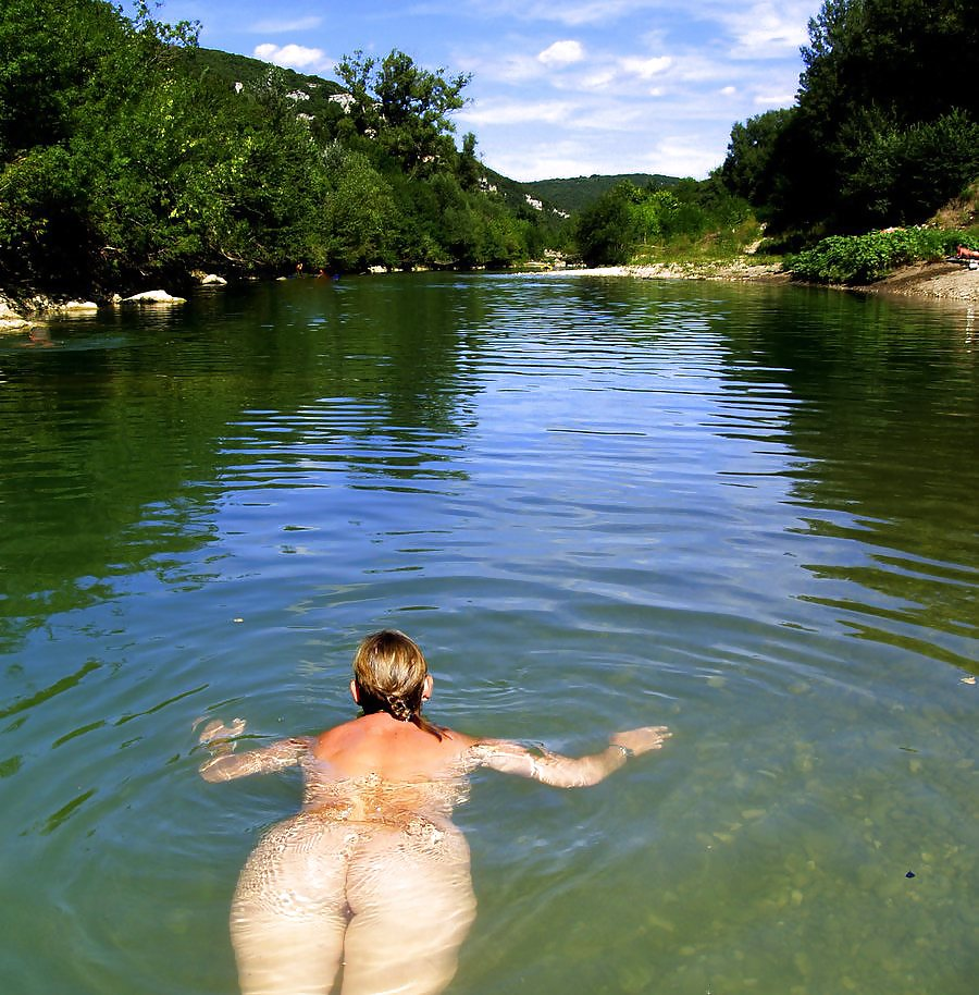 Blonde milf does a little skinny dipping pichunter blonde milf