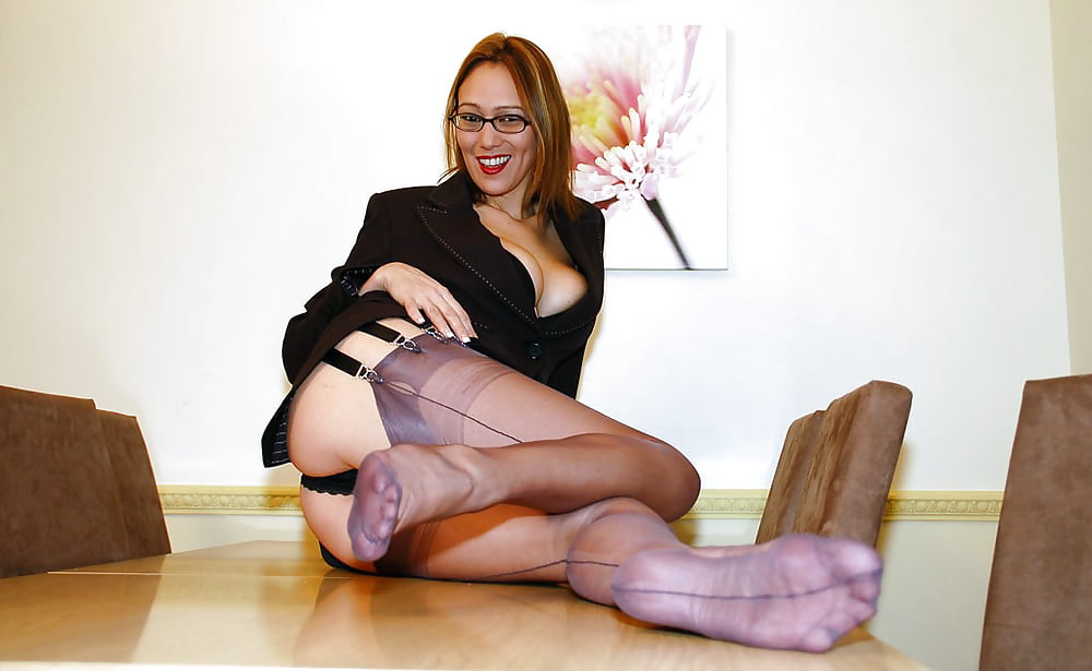 hos-pussys-mature-stocking-feet-movies