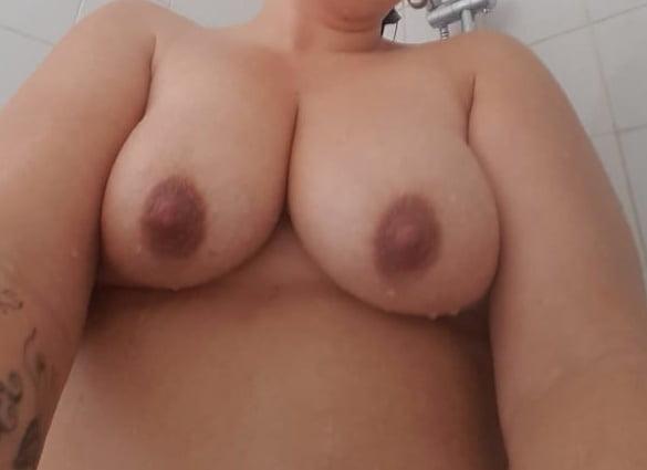 Hot UK Milf Slut - 28 Pics