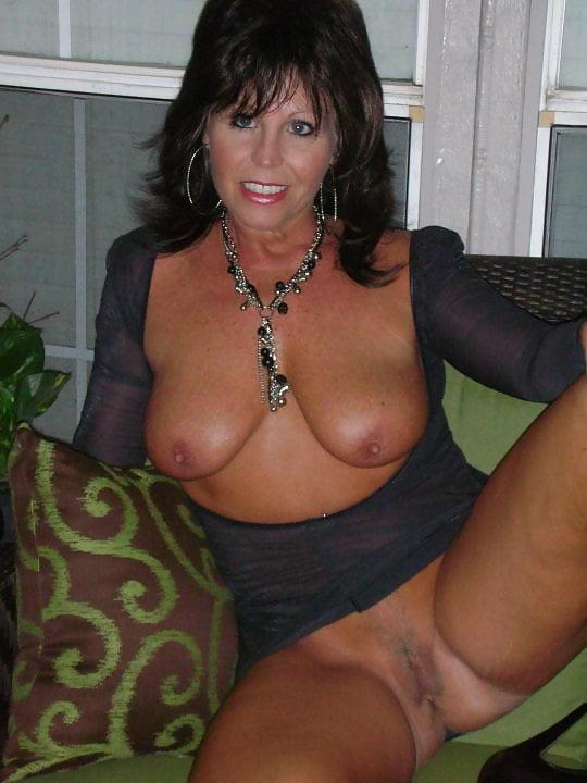 Older BEAUTIFUL WOMEN spread THIGHS wide - 145 Pics