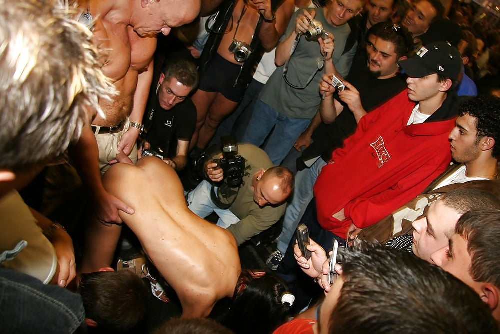 Drunk sex in crowded nightclub