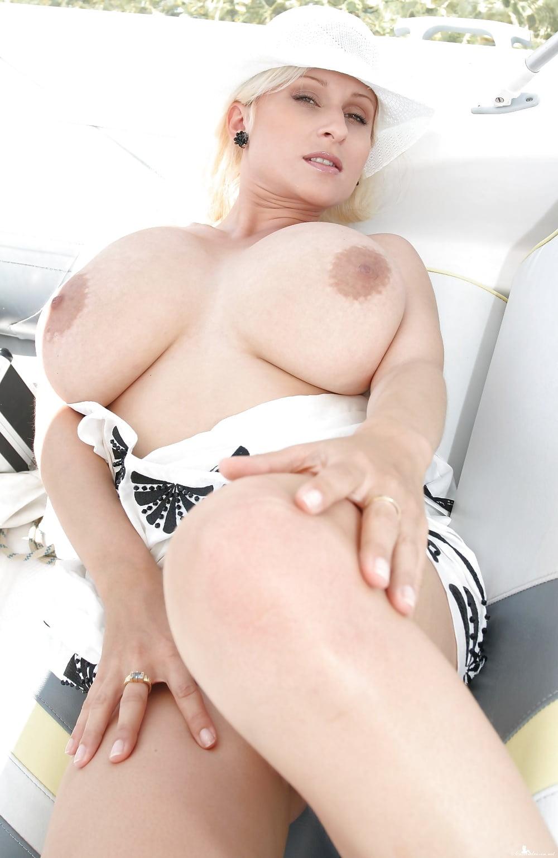 adult-photo-cassandra-white-busty-extreme-sex-tube