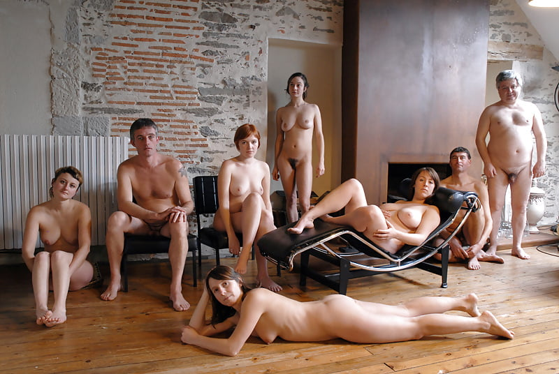 golaya-v-obshestve-porno