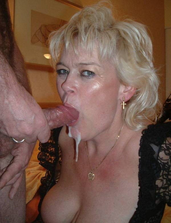 Порно в бальзаковском возрасте берет в рот, порнуха фото киска и жопа