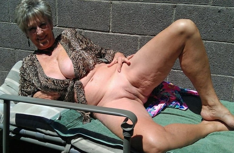 Amateur grannies showing using the