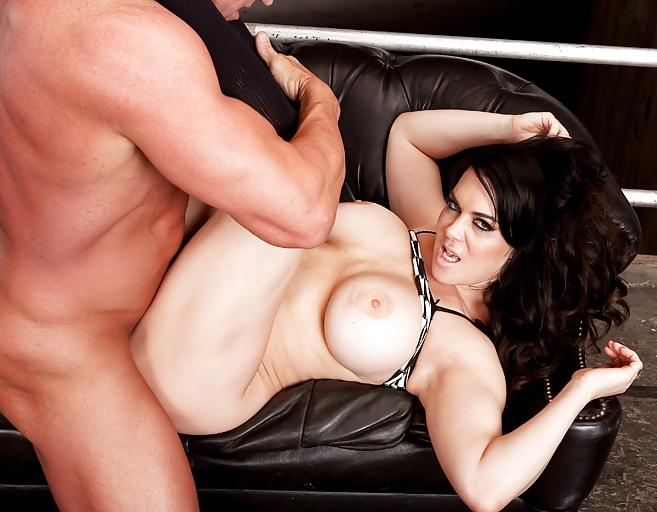 Chyna accuses hhh of domestic abuse