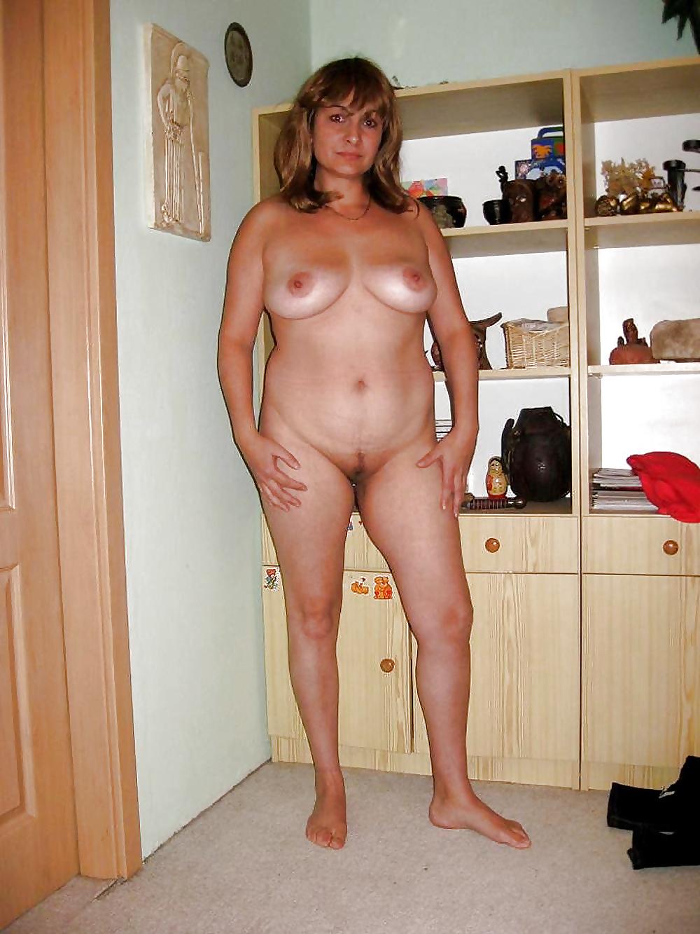 любую фото голые зрелые в полный рост среднестатистический молодой