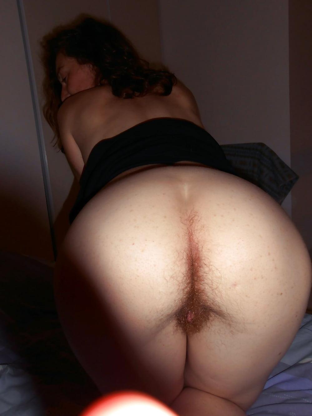 полная волосатая жопа жены домашние фото