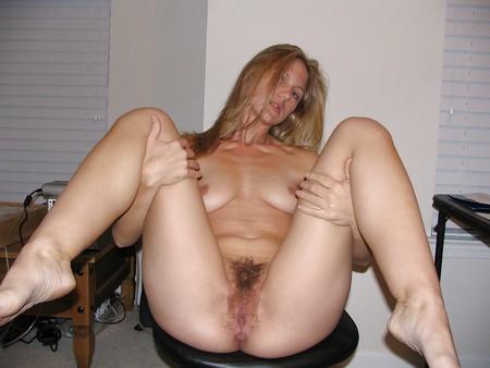 naked girls spreding their legs