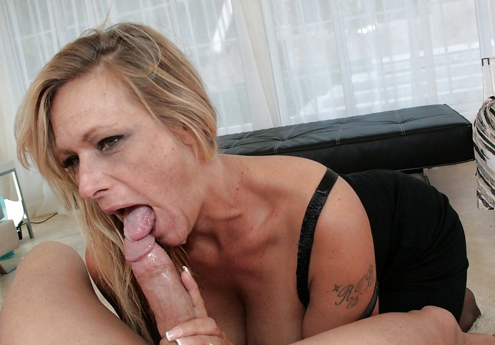 milf-blowjob-from-far-away-hot-chunky-country-girl-nude