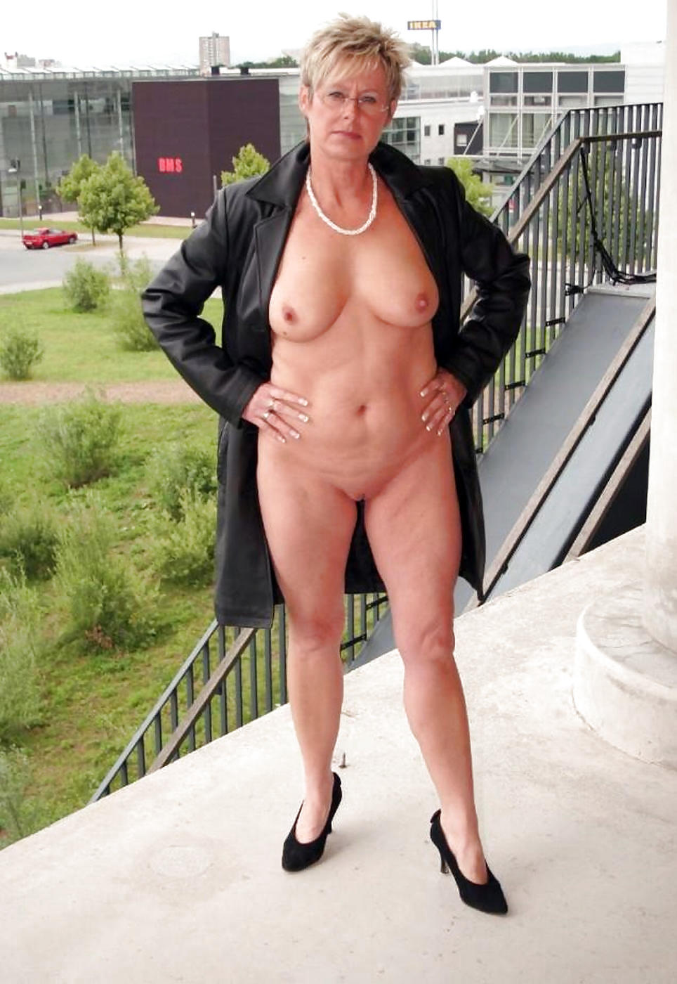 mature-pose-pics-porno-sexy-cum-animated