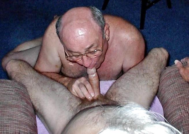 Bareback tranny cum swallowing tube