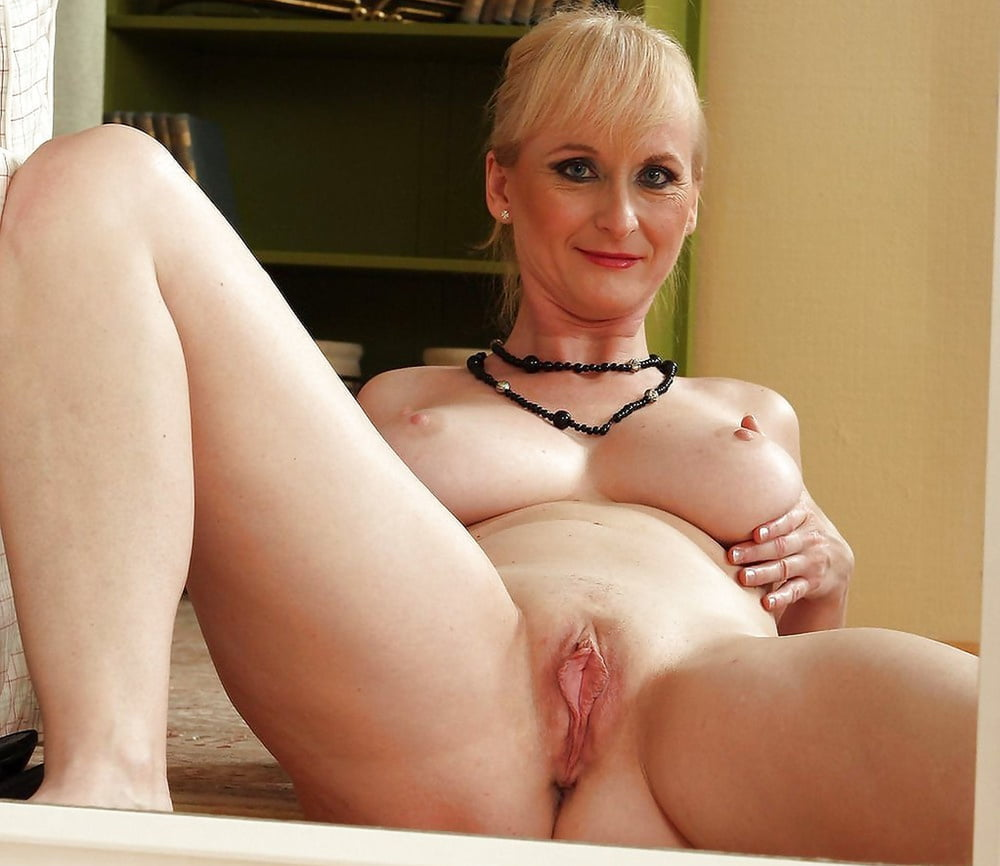 Short blonde mature pussy, sex in the kitchenporn