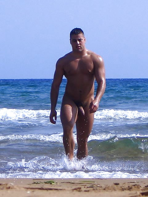 women-hot-men-naked-on-beach-nude-cnb