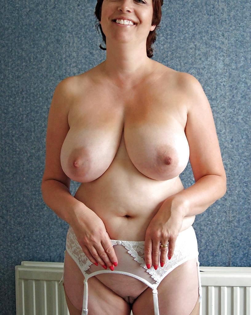 natural-mature-nude-woman-big-breasted-vagina
