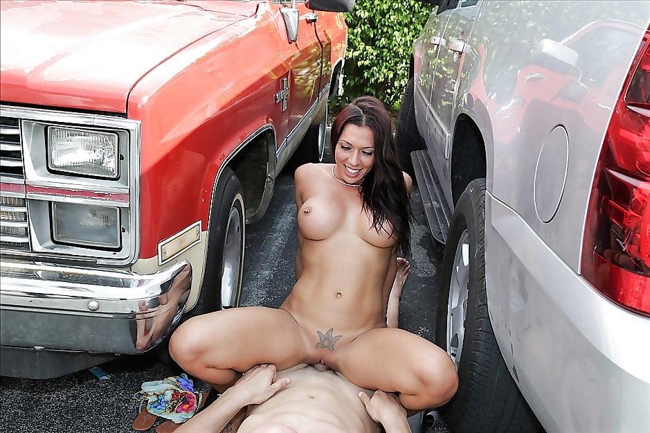 Телку трахнул на парковке #4