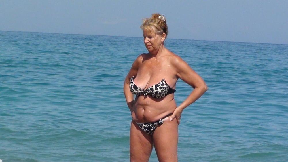 частные фото пожилых женщин на пляже