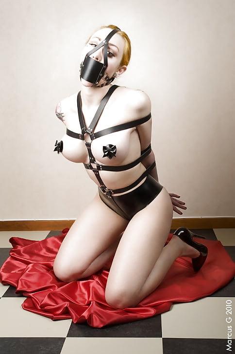 leather fetish 2x bra