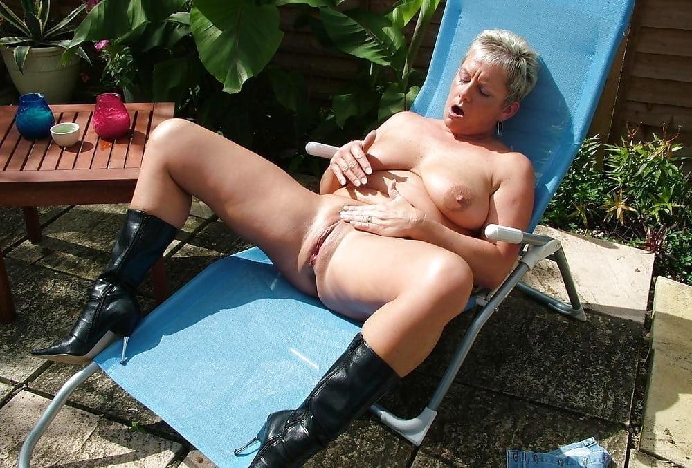 Naked older amateur women #1