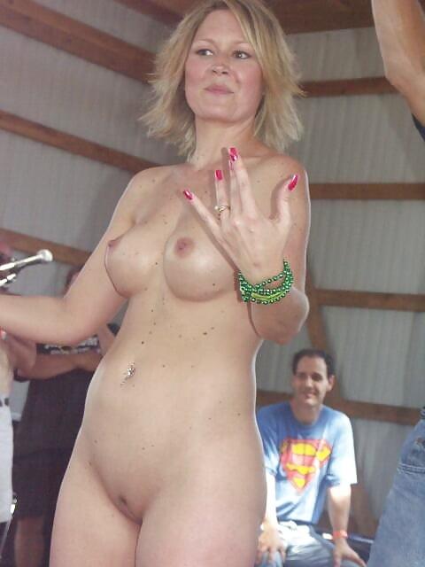 Free lady naked photo