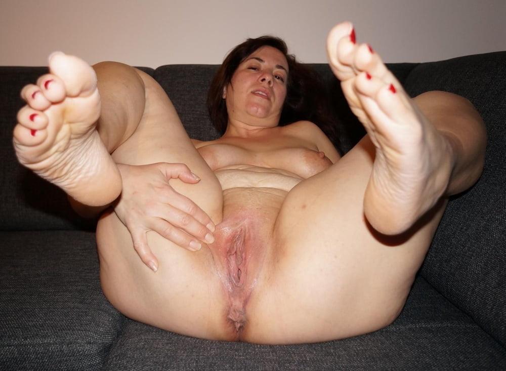 Bbw masturbate showing feet