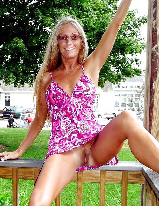 Mature women upskirt-2174