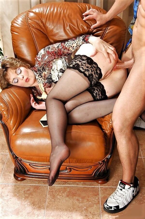 Тетя одела чулки и попросила члена порно — pic 9