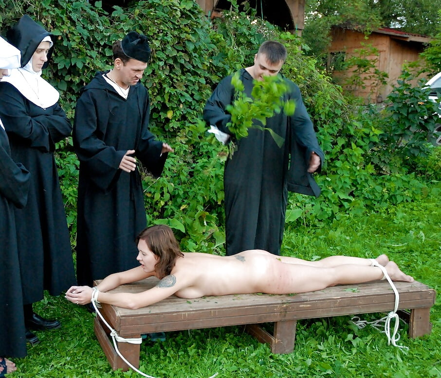 Порно видео наказания крапивой кто видел
