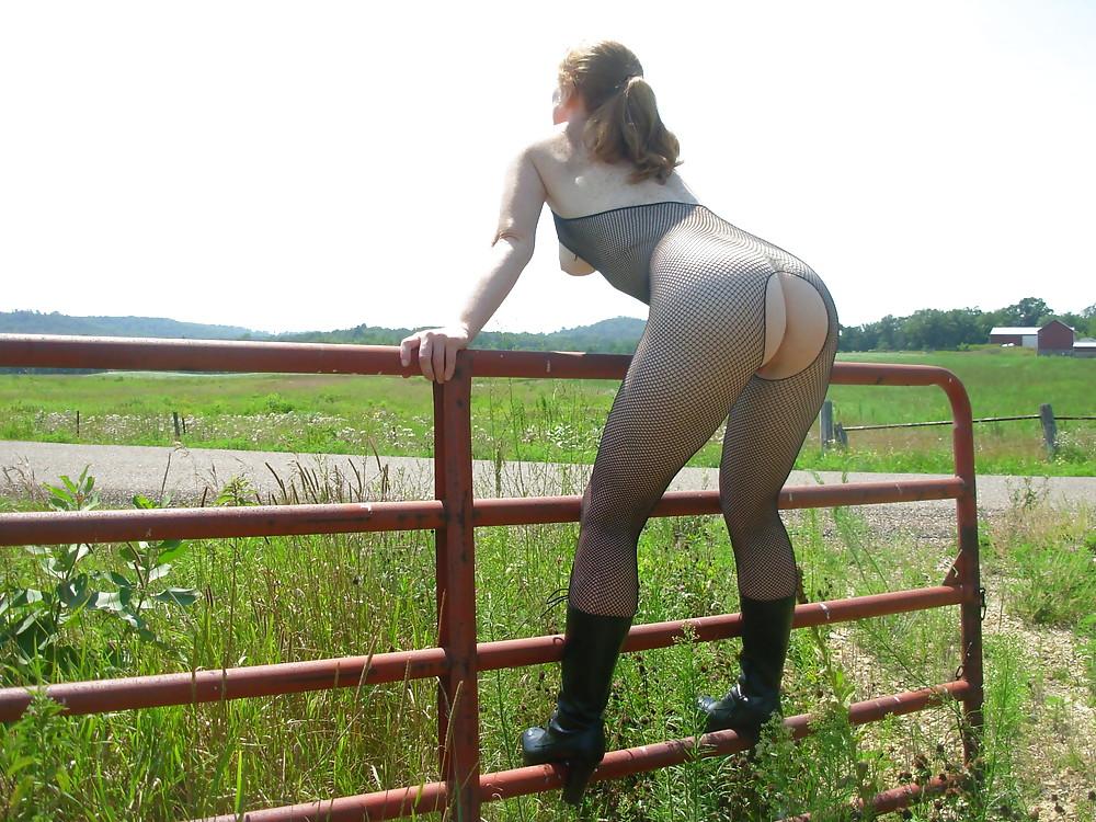 дама с большой жопой на прогулке - 6