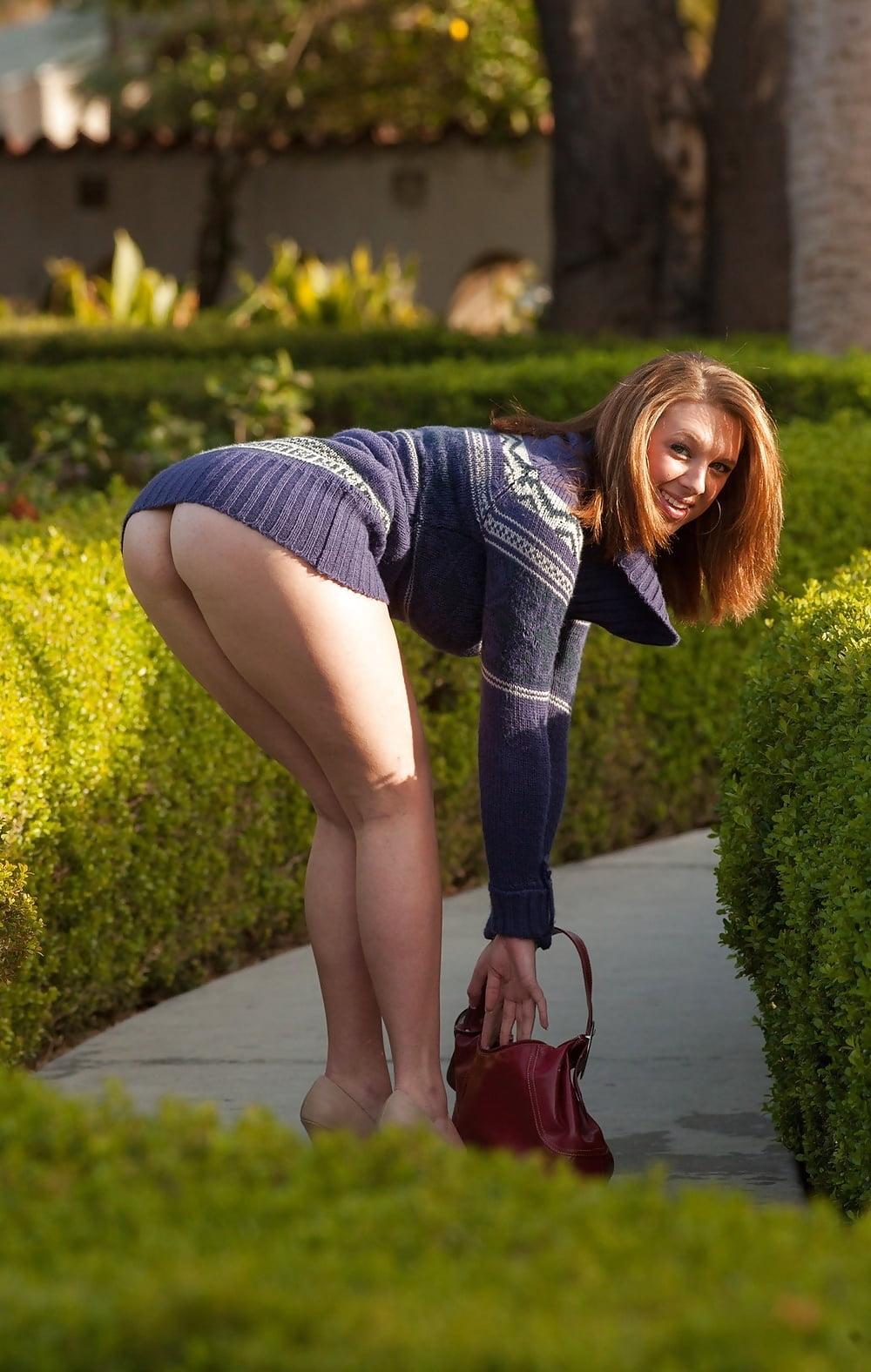 девушки показывают попки на улице оказалась исключительно опытной