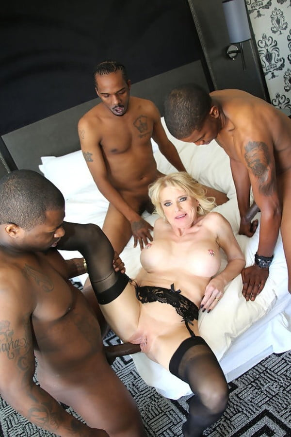 Shaved pussy rides dick in car-3524