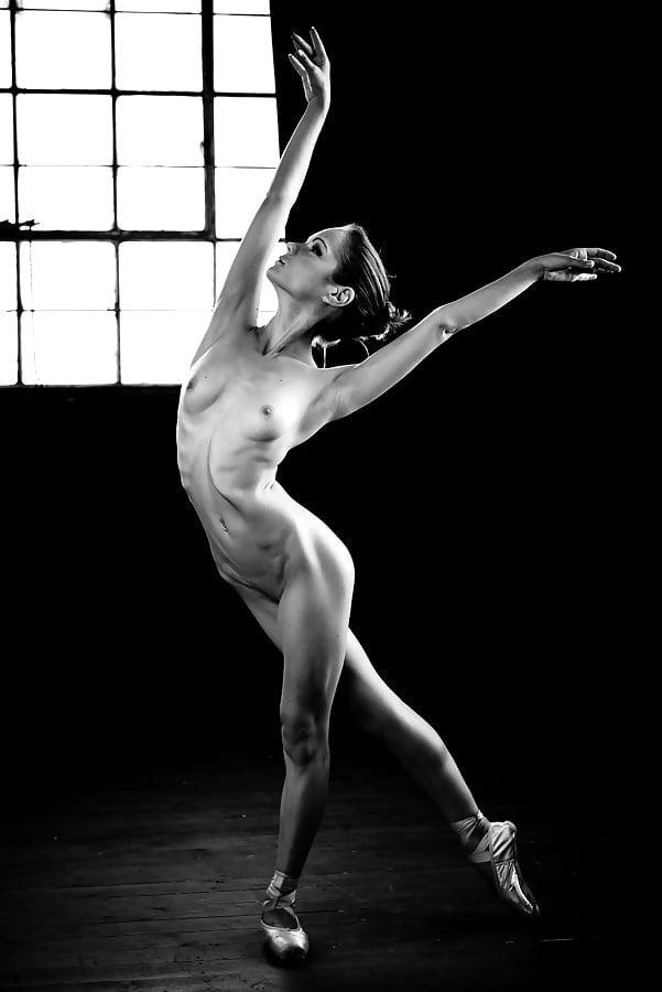 Sexy girl naked dance-5557