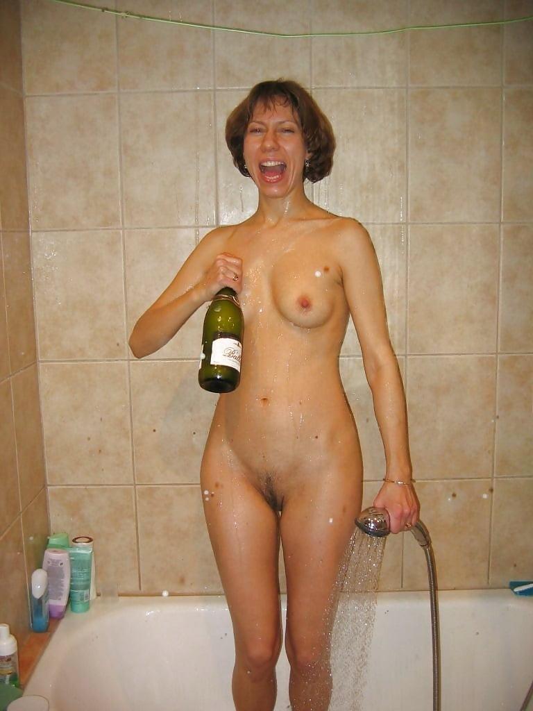 женщины моются голышом везде