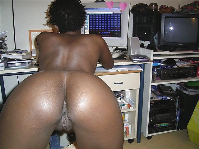 black-girls-bent-over-showing-their-pussies-harpy-nude