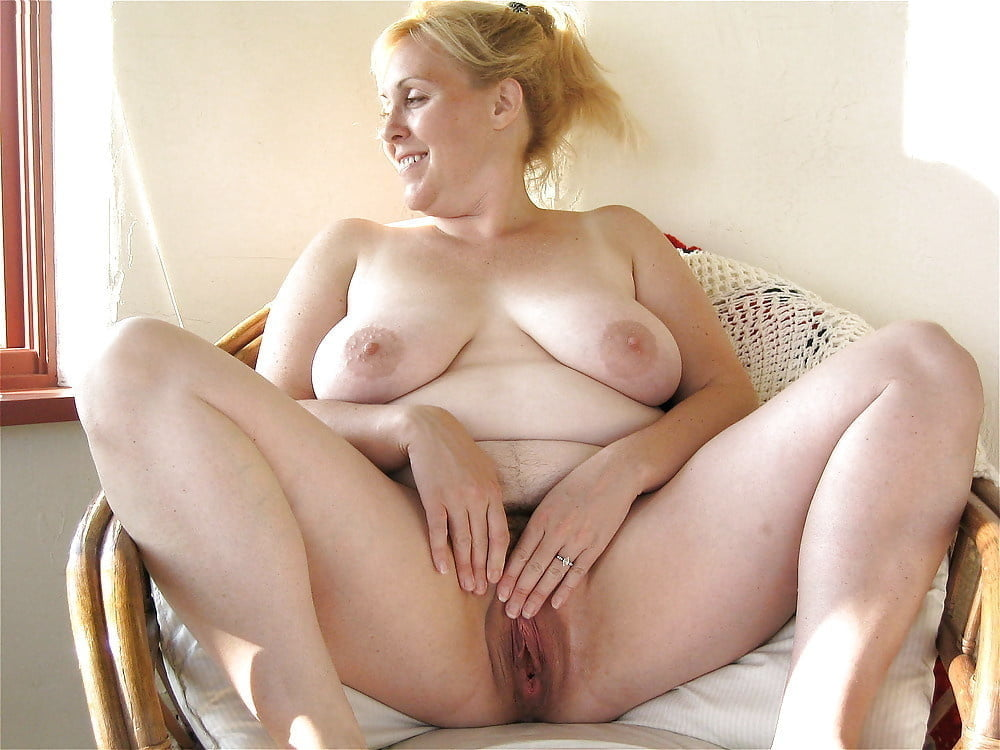 Chubby naked mom has sexy with fragile young neighbor