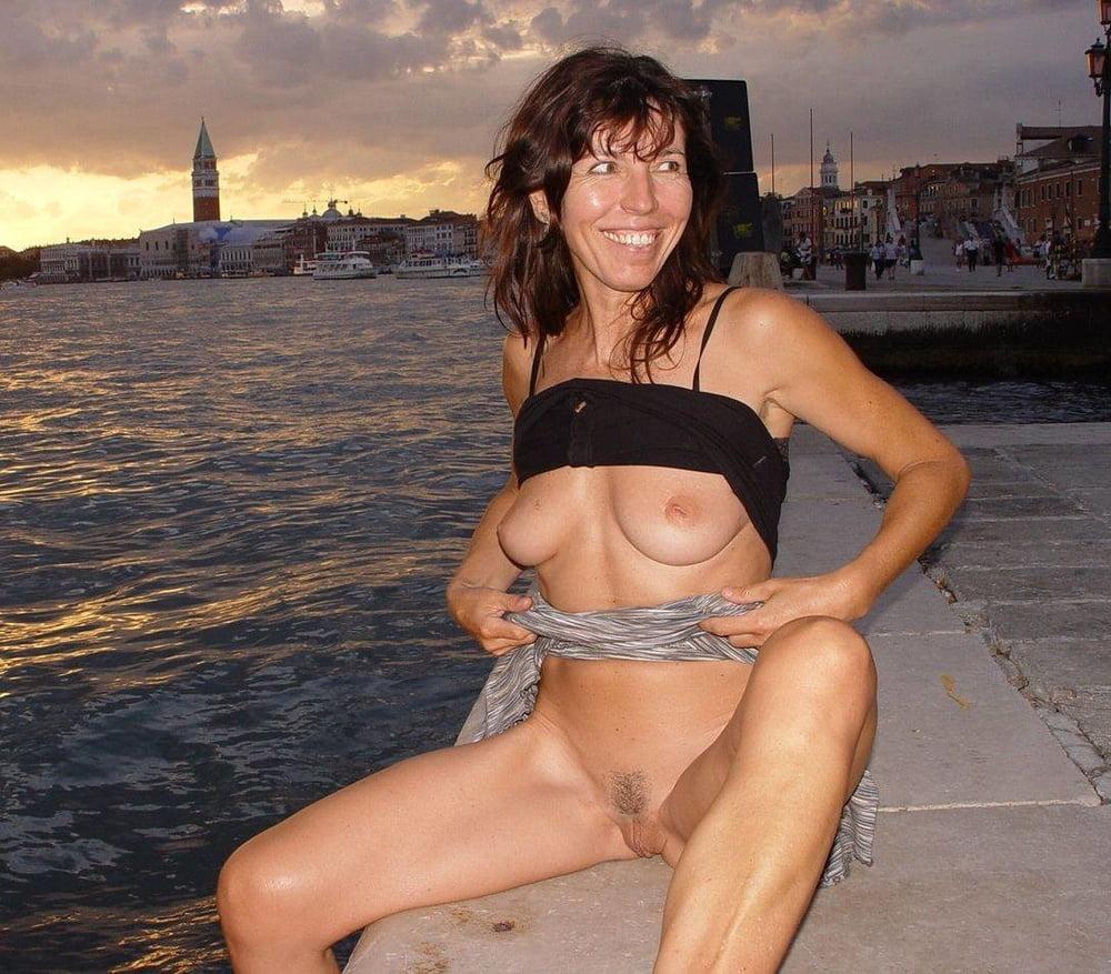 Public wife pics, nude wives porn photos