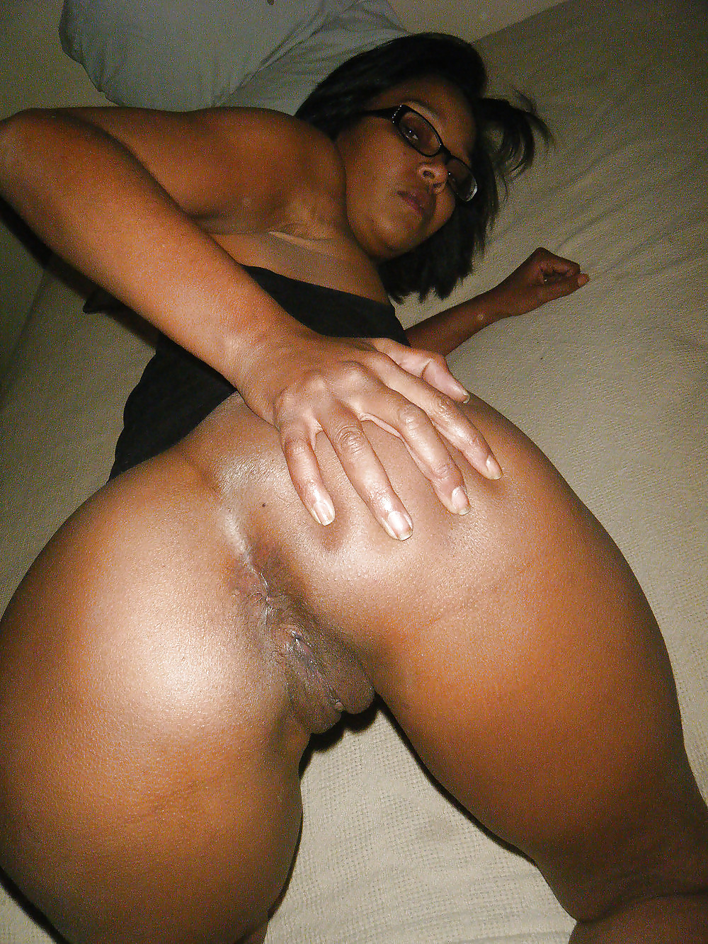Black girls bent over showing their pussies — img 1