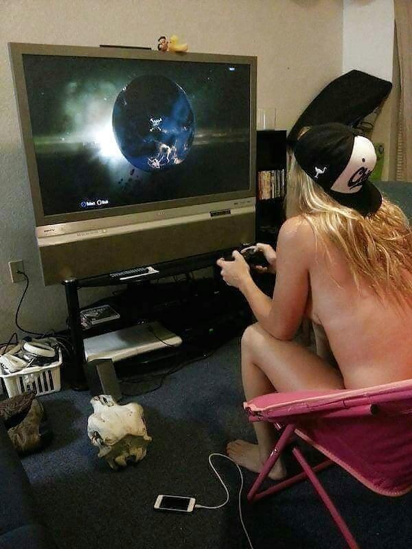 Sexy gamer chics — photo 14