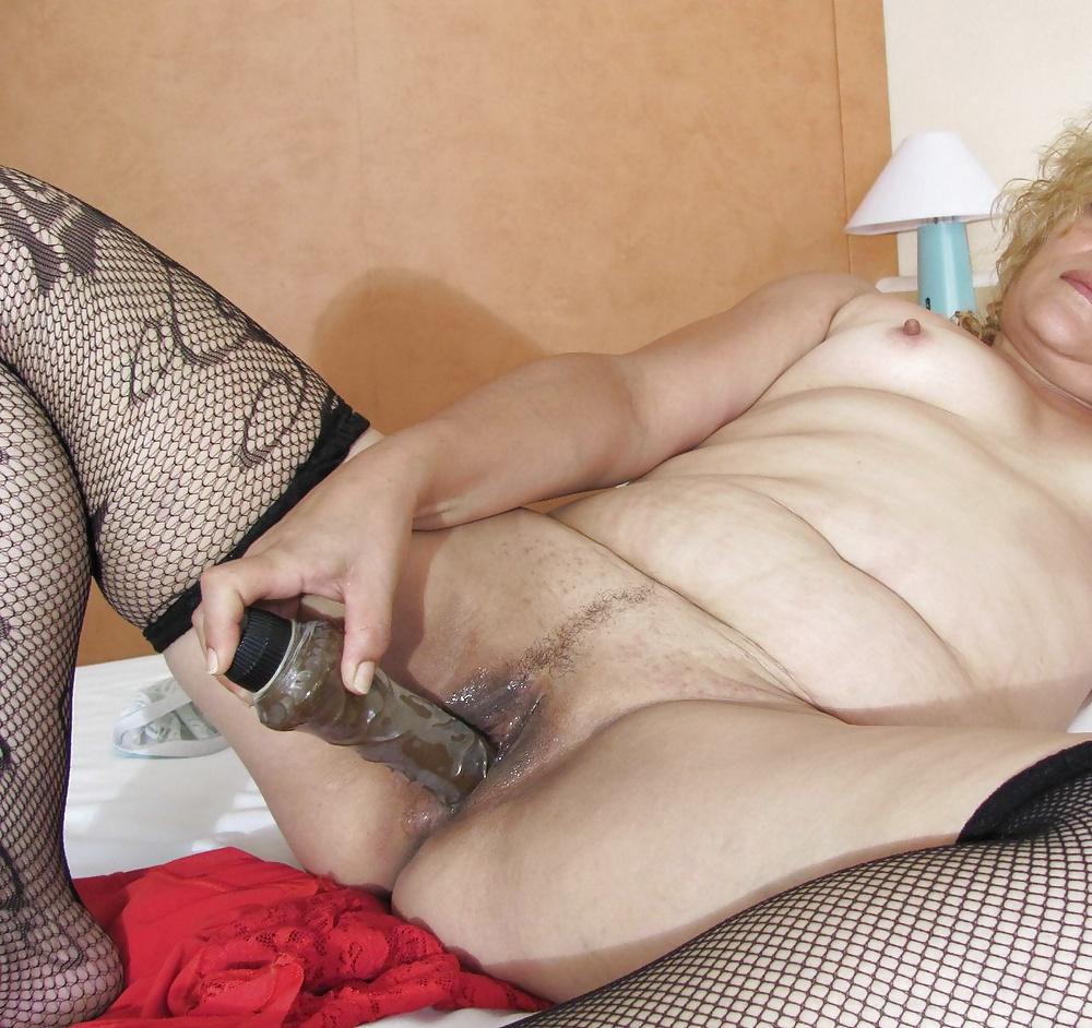 Granny Solo Dildo Porn Pics