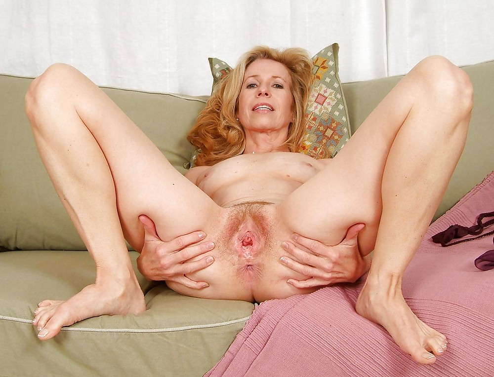 Anna spreads her mature pussy wide open