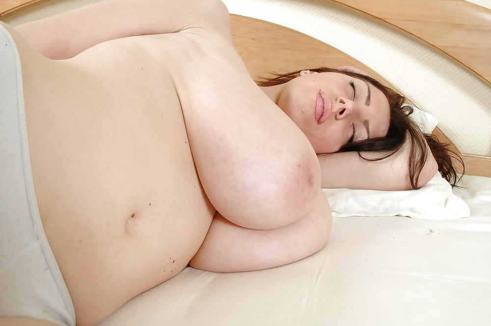 busty-sleep-nude